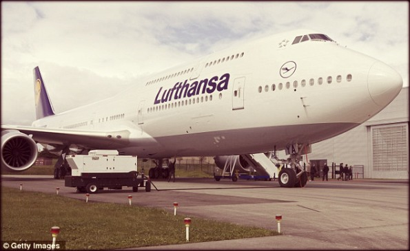 Boeing_747-Jumbo-Lufthansa