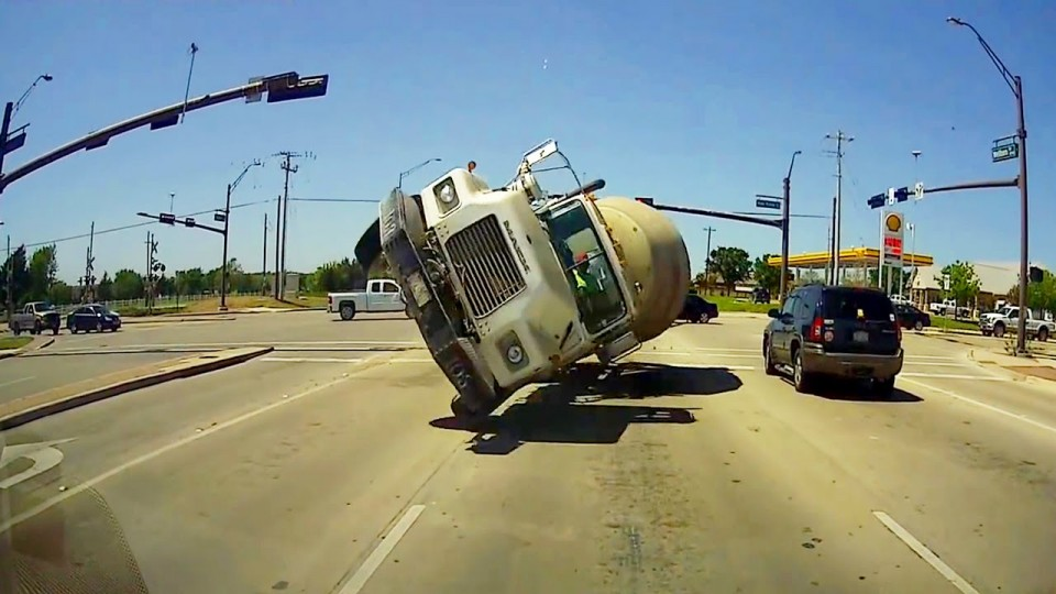 most-shocking-events-caught-on-dashcam