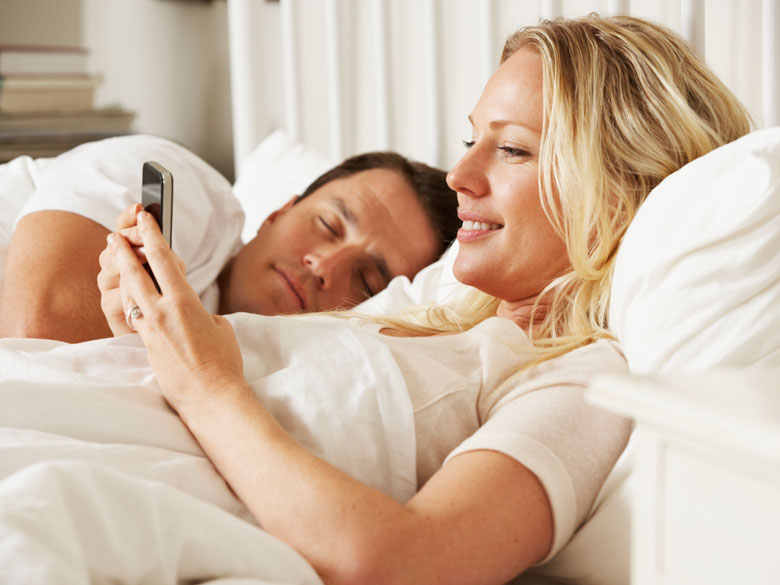 Couple-sexe-ou-smartphone-il-faut-choisir_exact780x585_l