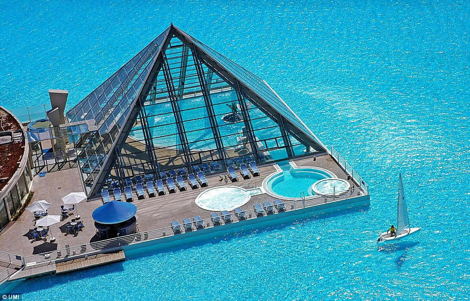 San-Alfonso-del-Mar-resort-pool-boat