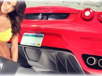 Sexy γυναίκες vs Ferrari