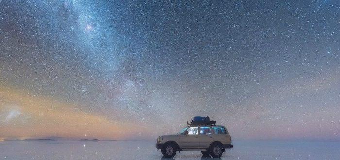 Ο γαλαξιακός έναστρος ουρανός γράφει στον φακό