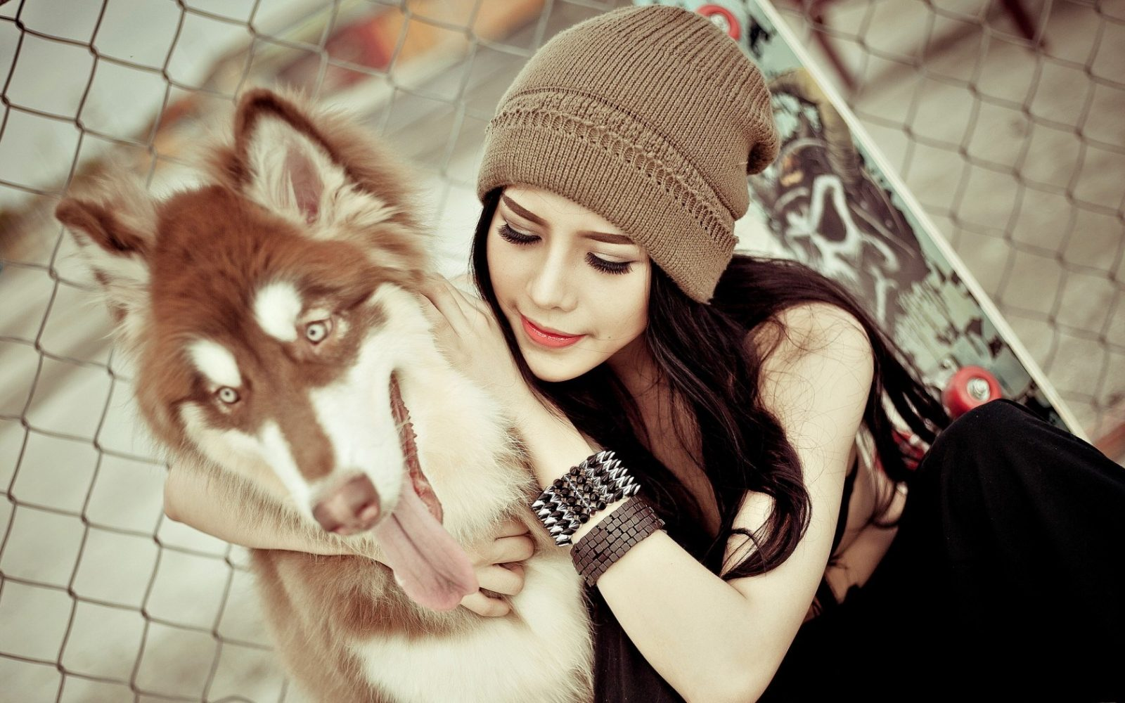girl_with_dog-750px
