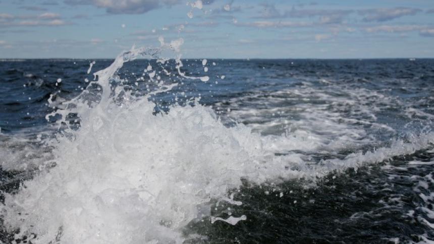 water-clouds-ocean-splash