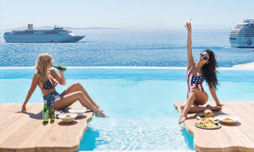 Sexy τουρίστριες διαφημίζουν την Ελλάδα