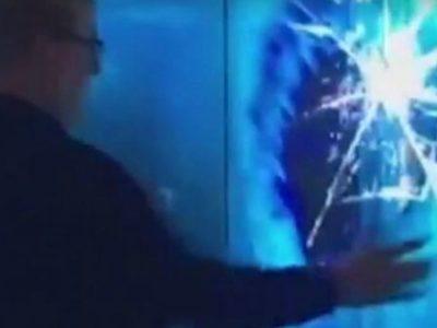 Καρχαρίας σπάει το προστατευτικό γυαλί σε ενυδρείο