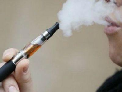 Ηλεκτρονικό τσιγάρο στις ίδιες απαγορεύσεις με το κοινό τσιγάρο