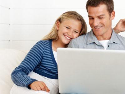 Οι μισοί γονείς ανησυχούν για το internet