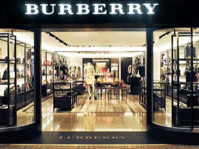 Η Burberry έκαψε ρούχα για να μην πουληθούν φτηνά
