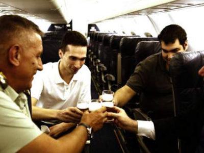 Η πτήση της επιστροφής των Ελλήνων στρατιωτικών