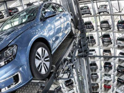 Η VW στον χορό της απόσυρσης