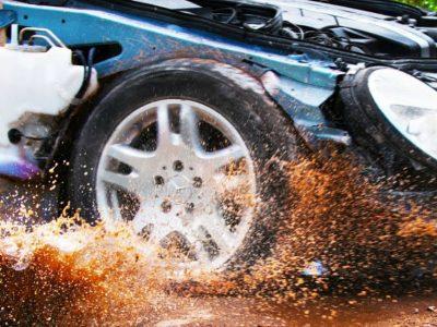 Τι παθαίνει ένα αυτοκίνητο όταν πέφτει σε λακκούβες