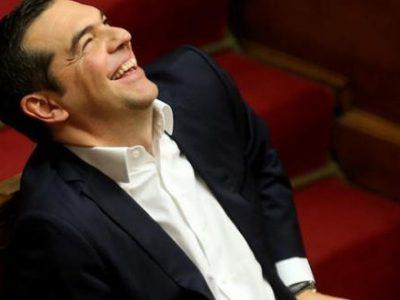 Ο Μητσοτάκης βγάζει τρελό γέλιο στην Βουλή
