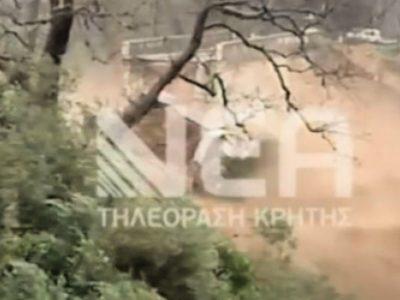 Ιστορική γέφυρα στην Κρήτη καταρρέει σε live μετάδοση