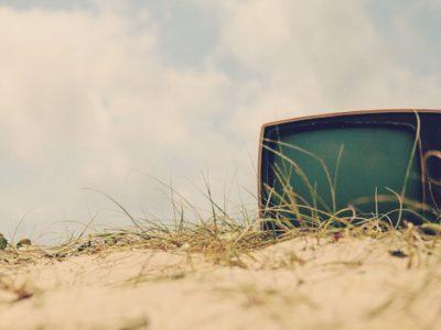 Τι προκαλεί στους μεσήλικες η τηλεόραση