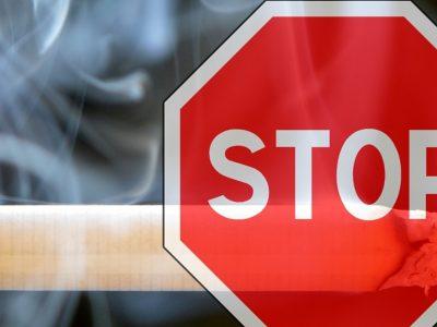 Τέλος το κάπνισμα κατά την οδήγηση