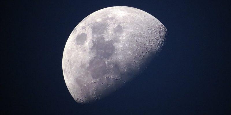 Η Σελήνη συρρικνώνεται και σείεται
