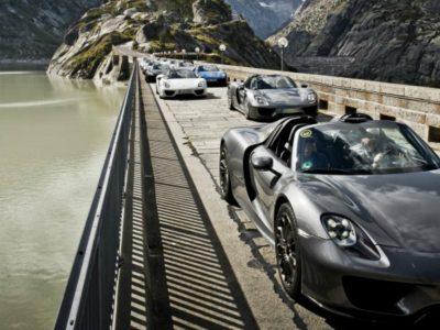 Βόλτα με 19 Porsche 918 Spyder στις Άλπεις