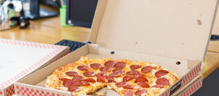 Ο ΣΕΒ φουρνίζει πίτσα για τους χαμηλόμισθους