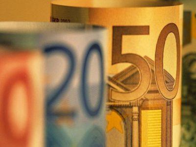 80 δισ ευρώ έκαναν φτερά από τα νοικοκυριά