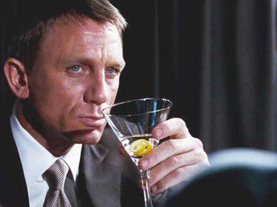 Ο James Bond κόβει το αλκοόλ