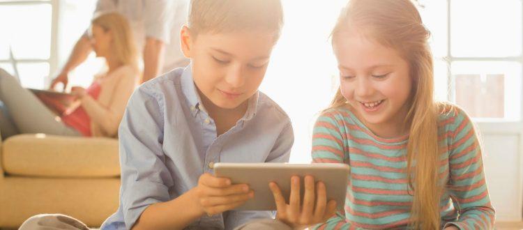 """""""Εγκλωβισμένα"""" στο διαδίκτυο τα σημερινά παιδιά"""